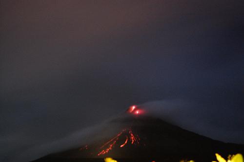 箱根山の火山が噴火したらやっぱり火山灰が降るだろうから防塵マスクとか買っておいた方がいいんだろうか?