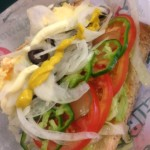 最高に美味いサブウェイのサンドイッチはタマゴにツナをトッピングしたやつ、パンはセサミで、野菜はピクルス以外上限
